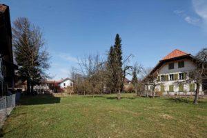 Baulandparzelle ohne Machbarkeitsstudie mit altem Bauernhaus